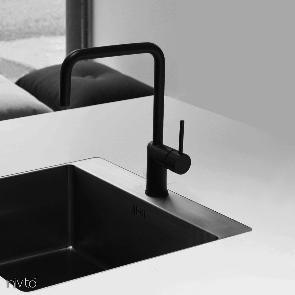 Schwarzer küchen wasserhahn